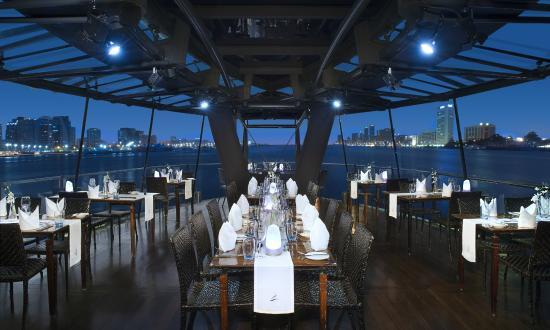 bateaux-dubai-couples-dinner-cruise